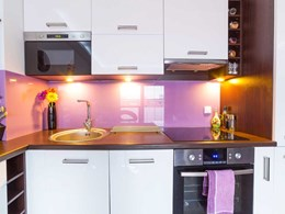 Replacing glass with Akril panels for kitchen splashbacks and shower walls
