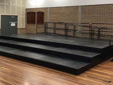 Quattro stage and access ramp