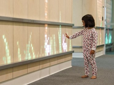 Translucent wood and light installation brightens children's hospital in Australia (Courtesy of Eness)