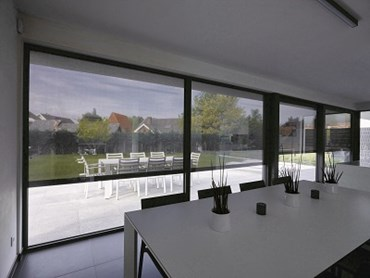 Renson's Fixscreen dynamic and wind tight external solar shading