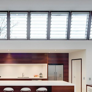 5 ventilation solutions that take advantage of the night for Window design solutions
