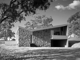 Owners' war against heritage listing of Seidler-designed house