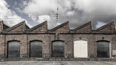 Sydney's Carriage Works has been used as a repair workshop an upholstery trimming workshop, a blacksmith shop, an aircraft repair workshop and arts centre, all the while retaining its distinctive brick façade.  Photography by Vin Rathod. Source: throughvinslens.com