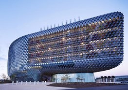 The South Australian Health and Medical Research Institute by Cundall (Architect: Woods Bagot)