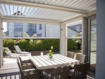 LouvreTec's outdoor blinds ensure you can use your alfresco spaces throughout the year, come rain, wind or shine.