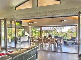 Indoor-outdoor living with Paarhammer bi-fold doors