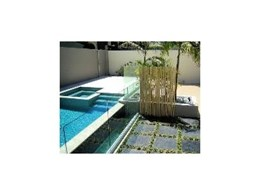 Glass pool fencing, balustrades and cafe screens from Viewmaster