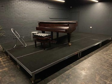 QUATTRO stage featuring the grand piano