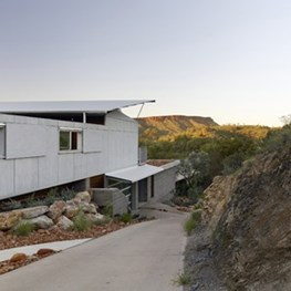 Big hat over an Esky: Desert House by Dunn & Hillam architects a real cool place to live in