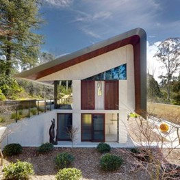 Pirramimma House by Peter Stutchbury Architecture fits a lot under one roof