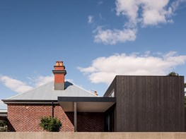A breezy alteration to a century-old heritage-listed home