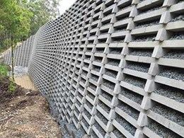 Reedy Creek location uses geogrid reinforced retaining wall to support road reserve embankment