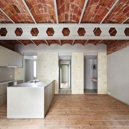 Renovation uncovers vaulted brick ceilings in Barcelona apartment