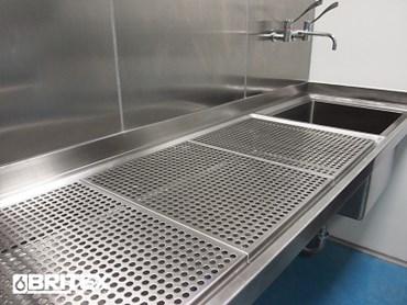 Britex process sink with grates