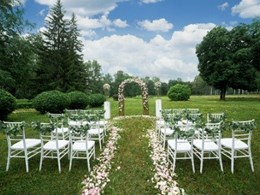 The beauty of green outdoor weddings in summer