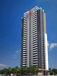 Architectural glass features in extensive exterior glazing at Surfers Paradise apartments