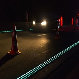 Glow-in-the-dark highway guides drivers in the Netherlands
