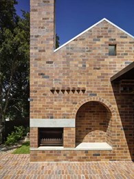 5 different brick types create textural effect at modified pre-war cottage in Brisbane
