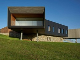 Eye-catching stone finish on Werri Beach house with Baines Masonry blocks