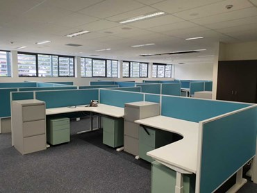 Vectra workstations with Connect 30 privacy screens