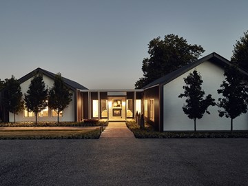 House in Silhouette: Architecture with a sense of place