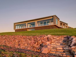 Horizon House: Complexity and beauty in a coastal home