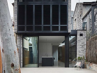 Petersen D91 bricks South Melbourne terrace exterior