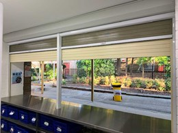 Roller shutters with flyscreens ensuring protection and ventilation