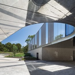 Australian Plantbank by BVN brings to life 'the nature metaphor' with stainless steel mirror facade