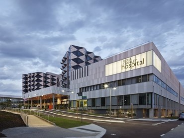 Fiona Stanley Hospital – Main Hospital Building by HASSELL, Hames Sharley and Silver Thomas Hanley. Photography by Peter Bennetts