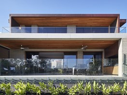 Concrete and timber home complements Castlecrag conservation area