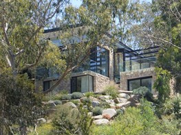 North Warrandyte House: a raised nest in nature