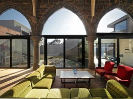 Glass connects old and new at Collingwood house