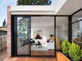 A sustainable villa in Kew