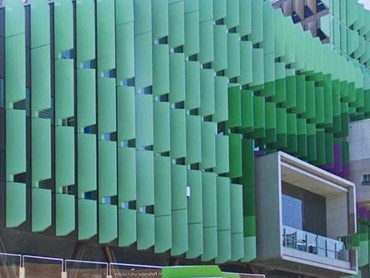 Lady Cilento Children's Hospital facade featuring Symonite HD panels